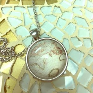 🗺 🌍 World Map necklace new